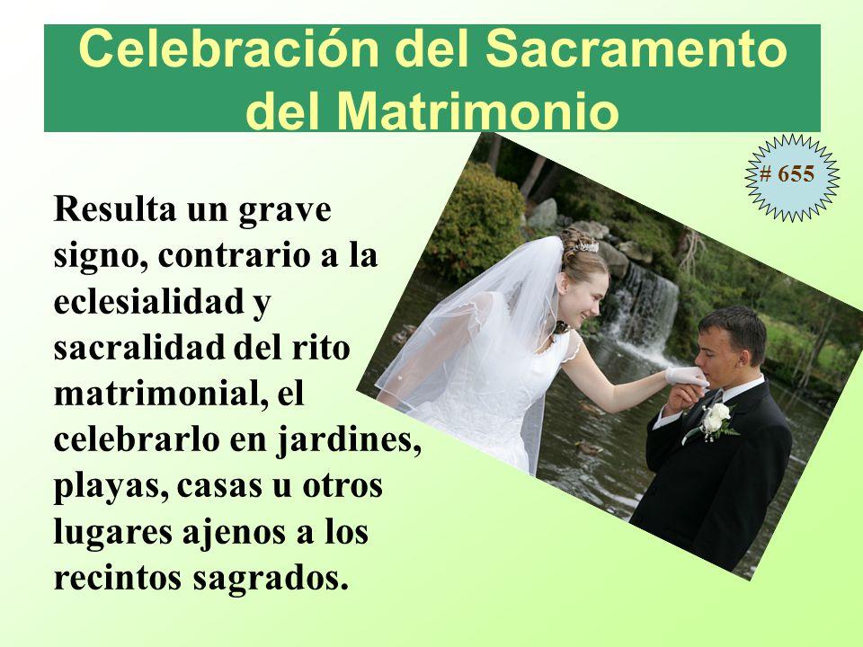 Resulta un grave signo, contrario a la eclesialidad y sacralidad del rito matrimonial, el celebrarlo en jardines, playas, casas u otros lugares ajenos a los recintos sagrados.