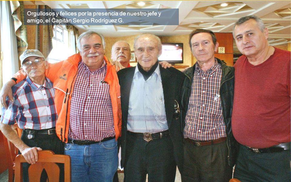 A la izquierda Lalo Gómez, amigo de todos.