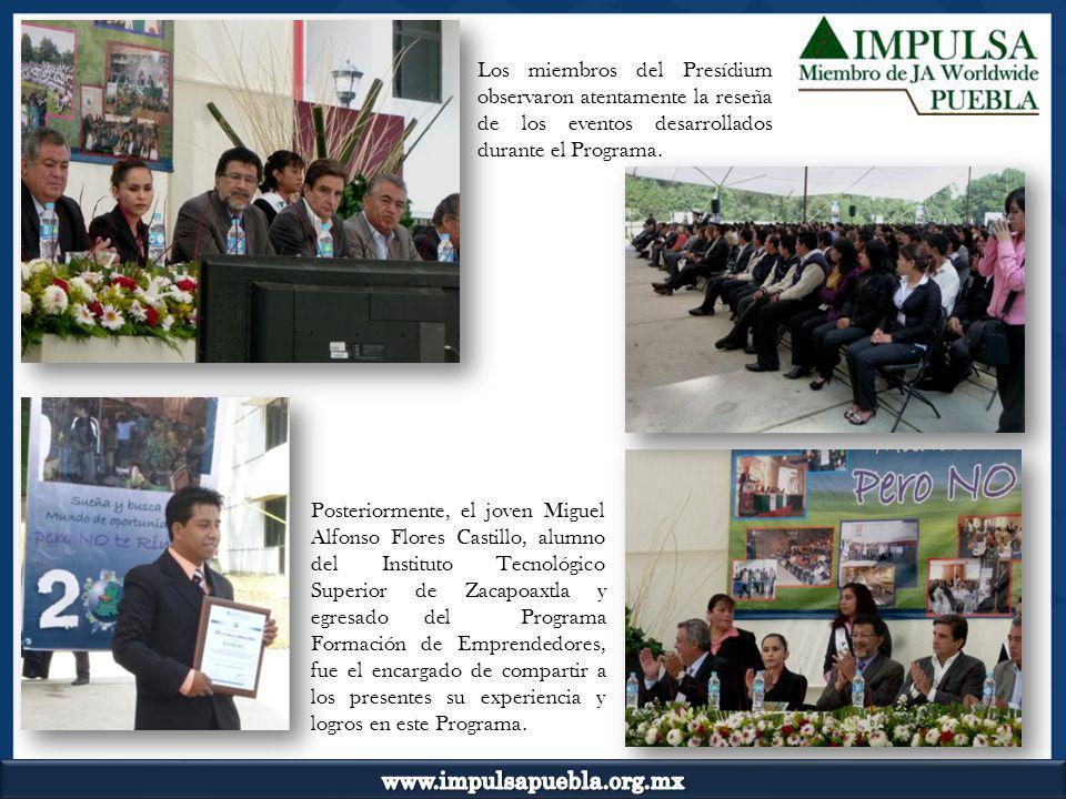 Los miembros del Presídium observaron atentamente la reseña de los eventos desarrollados durante el Programa. Posteriormente, el joven Miguel Alfonso