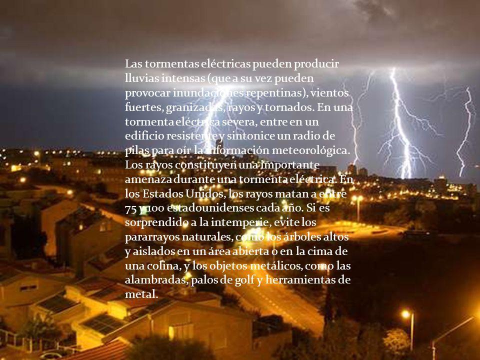 Las tormentas eléctricas pueden producir lluvias intensas (que a su vez pueden provocar inundaciones repentinas), vientos fuertes, granizadas, rayos y