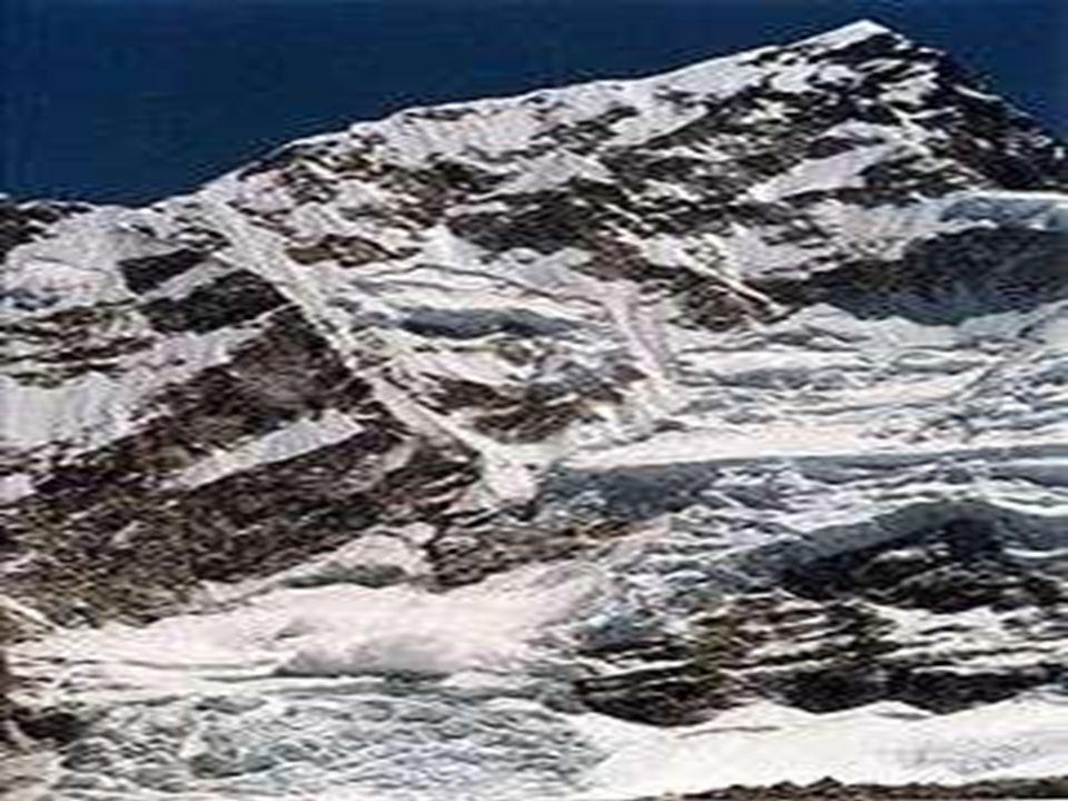 B Avalancha. : AvalanchaAvalancha Una avalancha o alud es un deslizamiento brusco de material, mezcla de hielo, roca, suelo y vegetación ladera abajo.