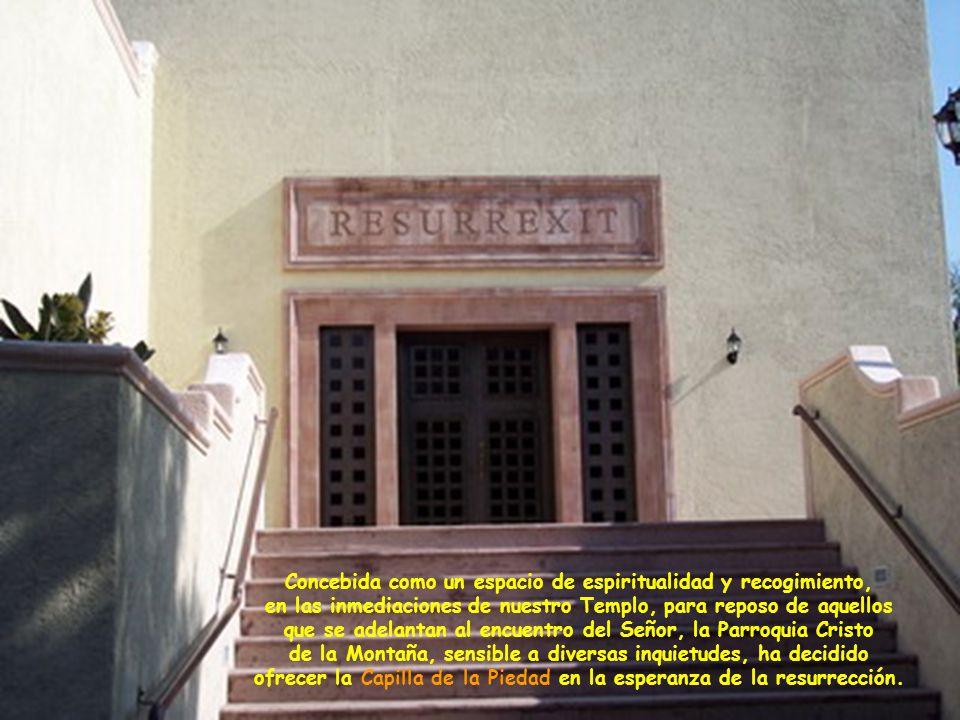 Aunque físicamente se encuentra en el área del Centro Comunitario, la Capilla de la Piedad tiene acceso independiente del mismo.