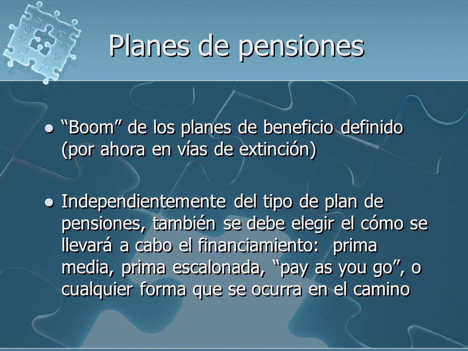 Planes de pensiones Muchos planes establecieron su financiamiento a través del modelo de pay as you go (el de atrás paga), estableciendo que las generaciones de nuevos cotizantes se hicieran cargo de los compromisos adquiridos con los pensionados que se fueran presentado.