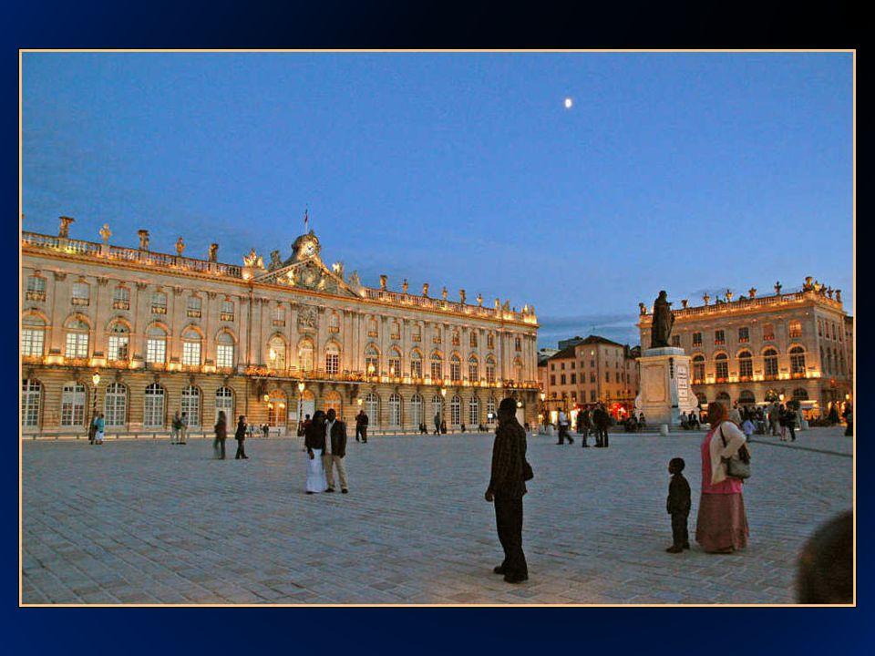 La Place Stanislas se encuentra ubicada en la Ciudad de Nancy, al este de Francia, en la región de la Lorraine (Lorena).