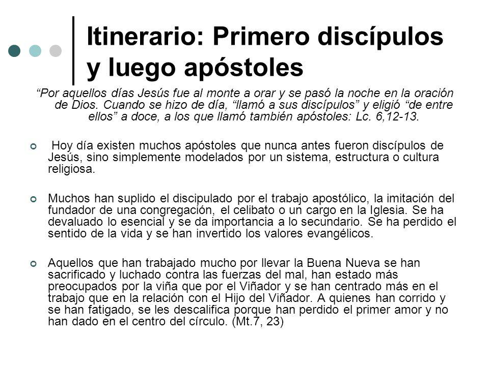 Itinerario: Primero discípulos y luego apóstoles Por aquellos días Jesús fue al monte a orar y se pasó la noche en la oración de Dios. Cuando se hizo