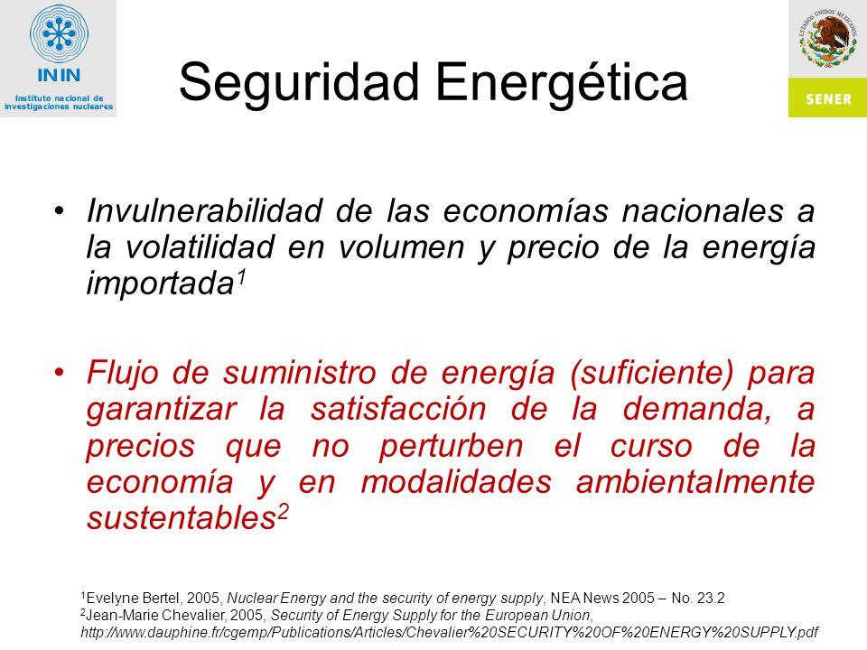 Seguridad Energética Invulnerabilidad de las economías nacionales a la volatilidad en volumen y precio de la energía importada 1 Flujo de suministro de energía (suficiente) para garantizar la satisfacción de la demanda, a precios que no perturben el curso de la economía y en modalidades ambientalmente sustentables 2 1 Evelyne Bertel, 2005, Nuclear Energy and the security of energy supply, NEA News 2005 – No.