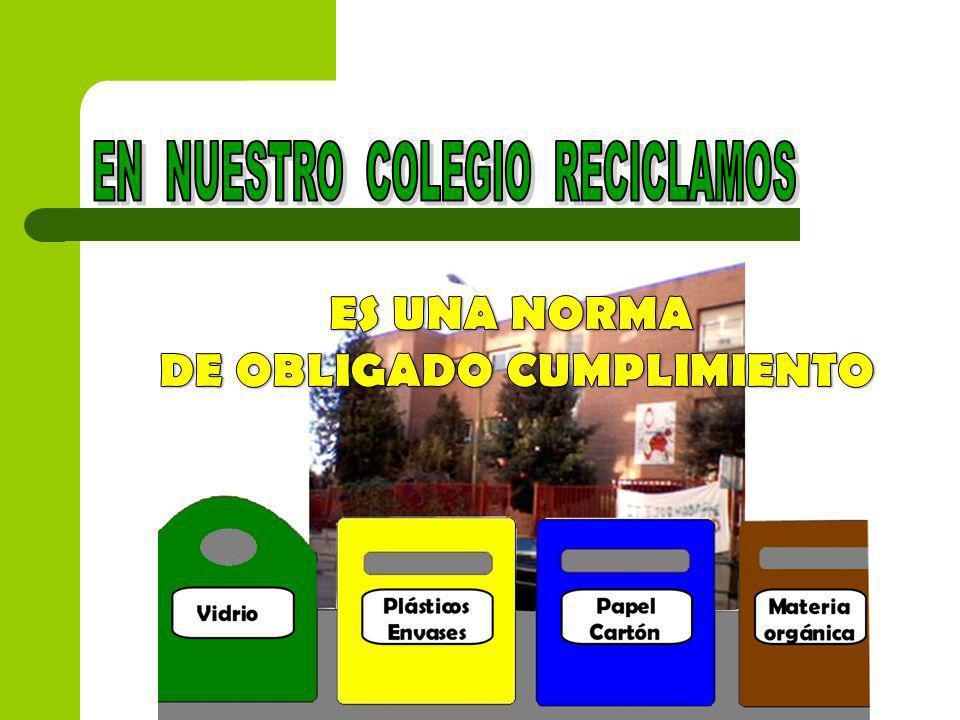 LOS ALUMNOS SOMOS LOS ENCARGADOS DE VACIAR LA CAJA DE PAPEL RECICLABLE EN EL CONTENEDOR AZUL.