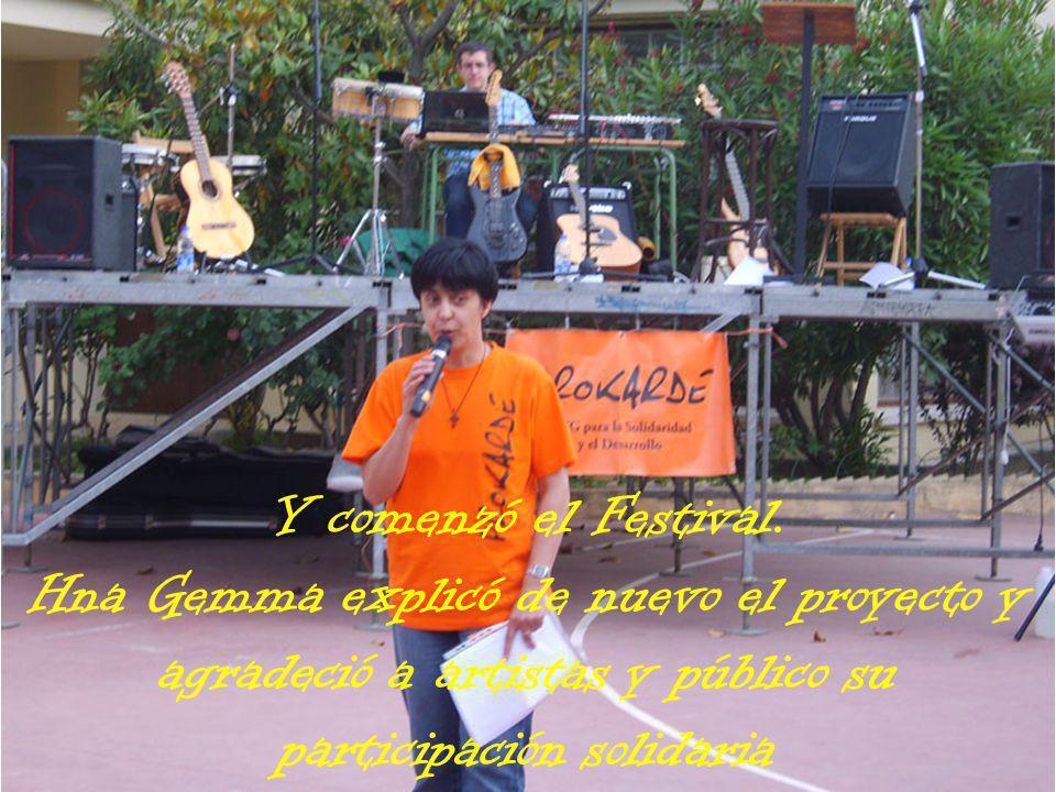 Y comenzó el Festival. Hna Gemma explicó de nuevo el proyecto y agradeció a artistas y público su participación solidaria