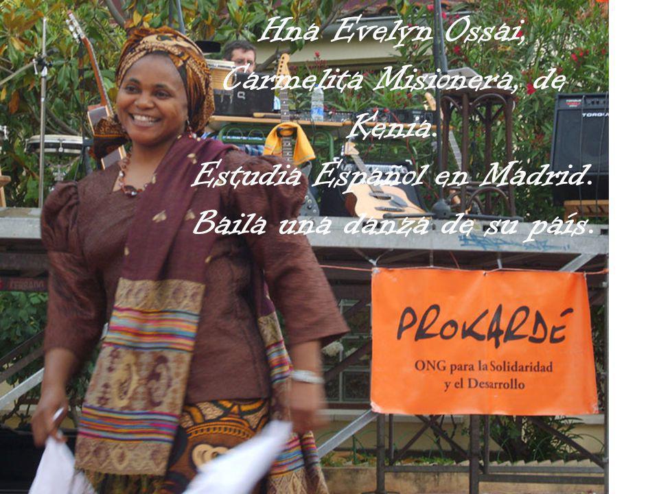 Hna Evelyn Ossai, Carmelita Misionera, de Kenia. Estudia Español en Madrid. Baila una danza de su país.
