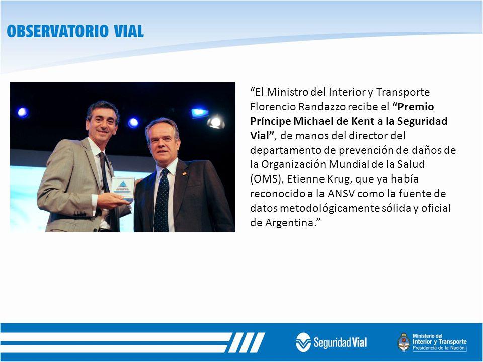 El Ministro del Interior y Transporte Florencio Randazzo recibe el Premio Príncipe Michael de Kent a la Seguridad Vial, de manos del director del departamento de prevención de daños de la Organización Mundial de la Salud (OMS), Etienne Krug, que ya había reconocido a la ANSV como la fuente de datos metodológicamente sólida y oficial de Argentina.