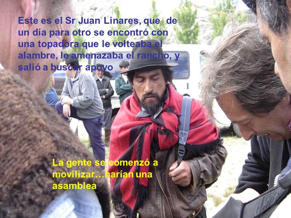 Este es el Sr Juan Linares, que de un día para otro se encontró con una topadora que le volteaba el alambre, le amenazaba el rancho, y salió a buscar apoyo La gente se comenzó a movilizar…harían una asamblea
