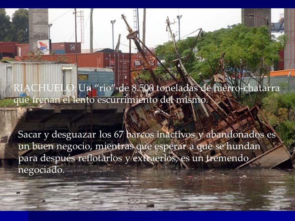 RIACHUELO: Un rio de 8.500 toneladas de hierro-chatarra que frenan el lento escurrimiento del mismo.