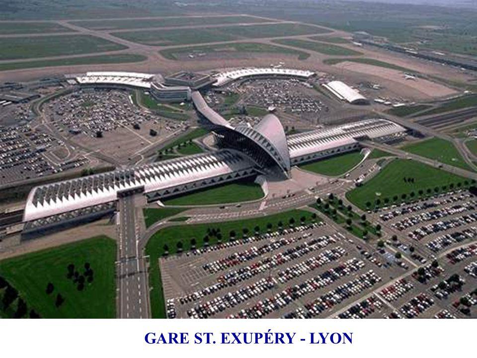 1989 ÷ 1994 Aeropuerto de Lyon-Satolas (rebautizado Saint- Exupéry). Una arquitectura que magnifica la estructura y sublima el movimiento: El hall de