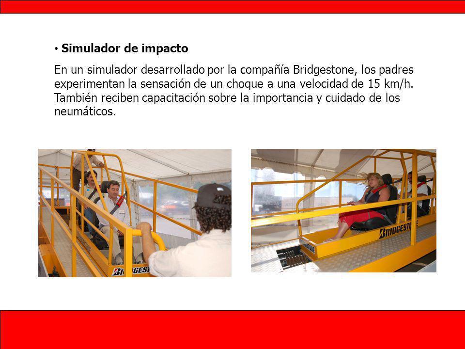 Simulador de impacto En un simulador desarrollado por la compañía Bridgestone, los padres experimentan la sensación de un choque a una velocidad de 15 km/h.