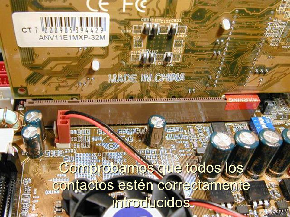 ENSAMBLAJE Y MANTENIMIENTO DE COMPUTADORAS ENSAMBLAJE DE COMPUTADORA UNIVERSIDAD CATOLICA BOLIVIANA SAN PABLO GESTIÓN - 2006 Tarjeta grafica insertándose al Zócalo AGP