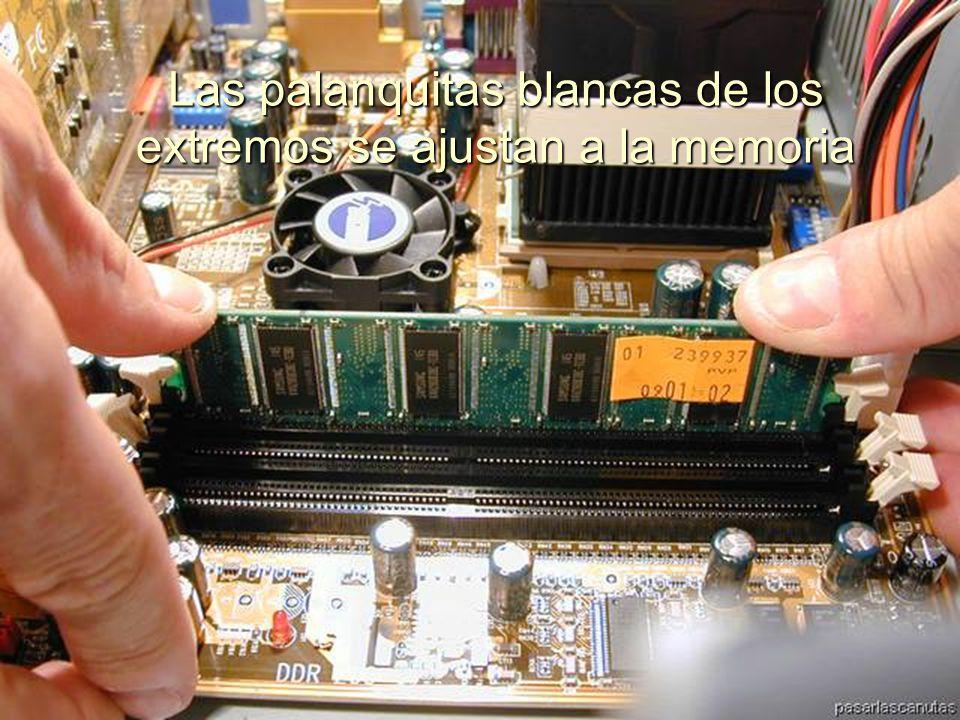 ENSAMBLAJE Y MANTENIMIENTO DE COMPUTADORAS ENSAMBLAJE DE COMPUTADORA UNIVERSIDAD CATOLICA BOLIVIANA SAN PABLO GESTIÓN - 2006 Colocamos la memoria en el banco de memorias