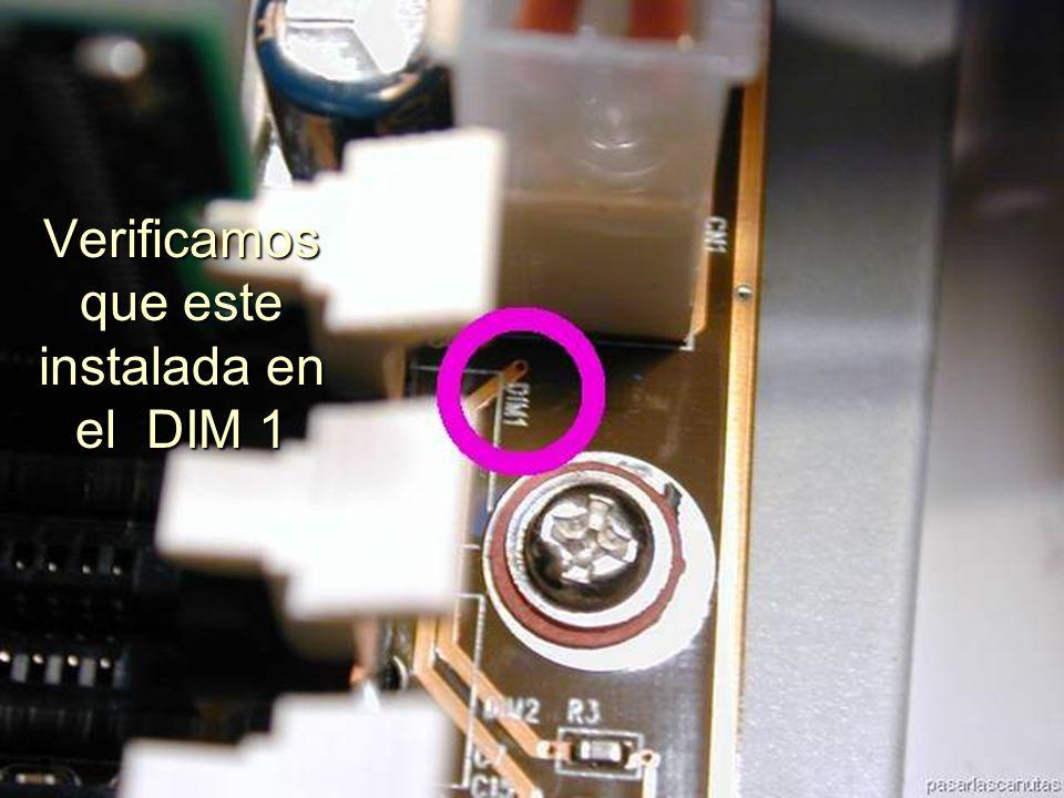 ENSAMBLAJE Y MANTENIMIENTO DE COMPUTADORAS ENSAMBLAJE DE COMPUTADORA UNIVERSIDAD CATOLICA BOLIVIANA SAN PABLO GESTIÓN - 2006 Las palanquitas blancas de los extremos se ajustan a la memoria