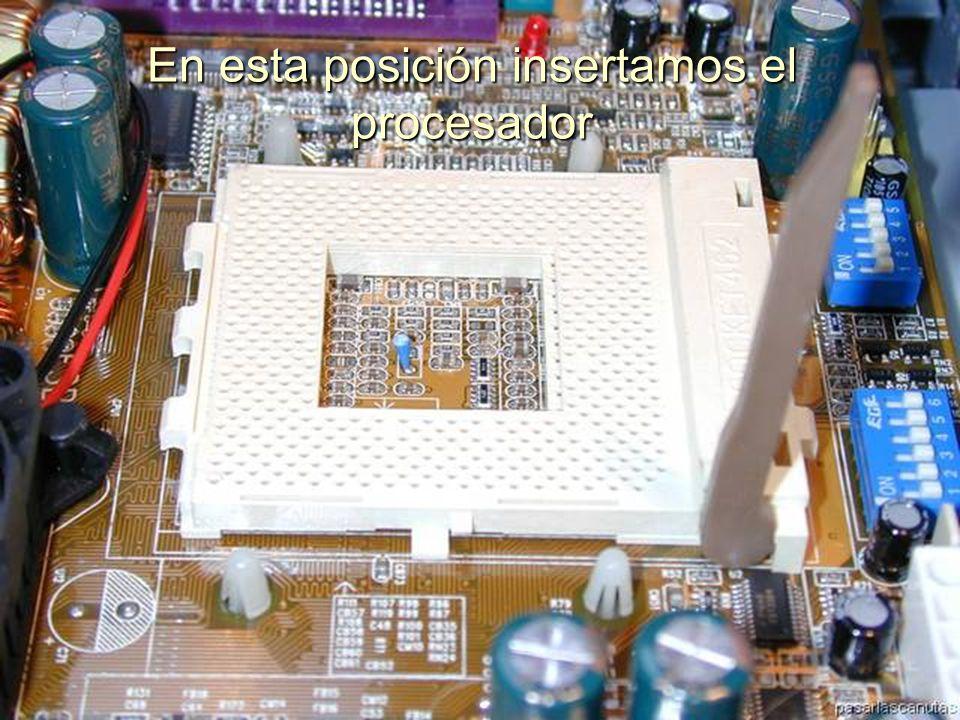 ENSAMBLAJE Y MANTENIMIENTO DE COMPUTADORAS ENSAMBLAJE DE COMPUTADORA UNIVERSIDAD CATOLICA BOLIVIANA SAN PABLO GESTIÓN - 2006 En esta posición insertamos el procesador