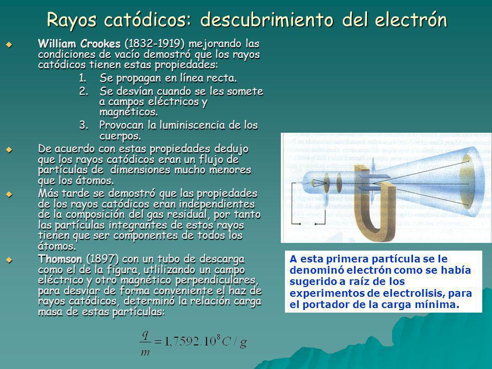 Rayos catódicos: descubrimiento del electrón William Crookes (1832-1919) mejorando las condiciones de vacío demostró que los rayos catódicos tienen estas propiedades: William Crookes (1832-1919) mejorando las condiciones de vacío demostró que los rayos catódicos tienen estas propiedades: 1.Se propagan en línea recta.