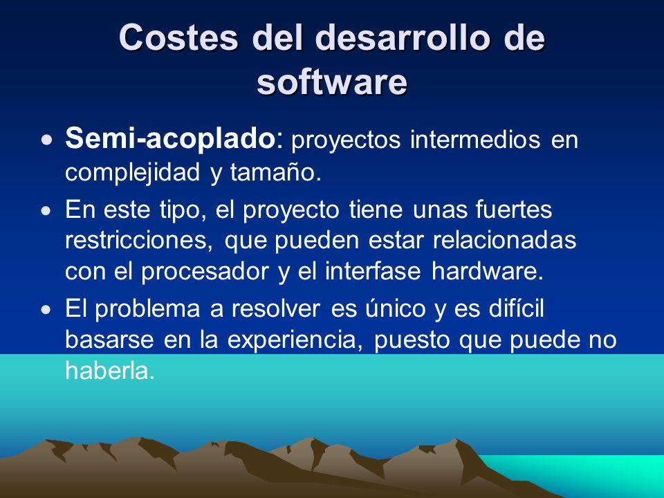 Costes del desarrollo de software Semi-acoplado: proyectos intermedios en complejidad y tamaño. En este tipo, el proyecto tiene unas fuertes restricci