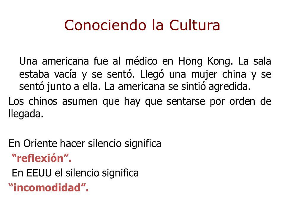 Conociendo la Cultura Una americana fue al médico en Hong Kong. La sala estaba vacía y se sentó. Llegó una mujer china y se sentó junto a ella. La ame