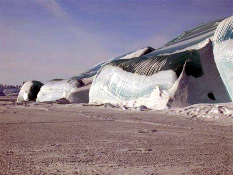 Olas congeladas.- Antártida Estas olas parecen un decorado de la película La Edad de Hielo de dibujos animados.