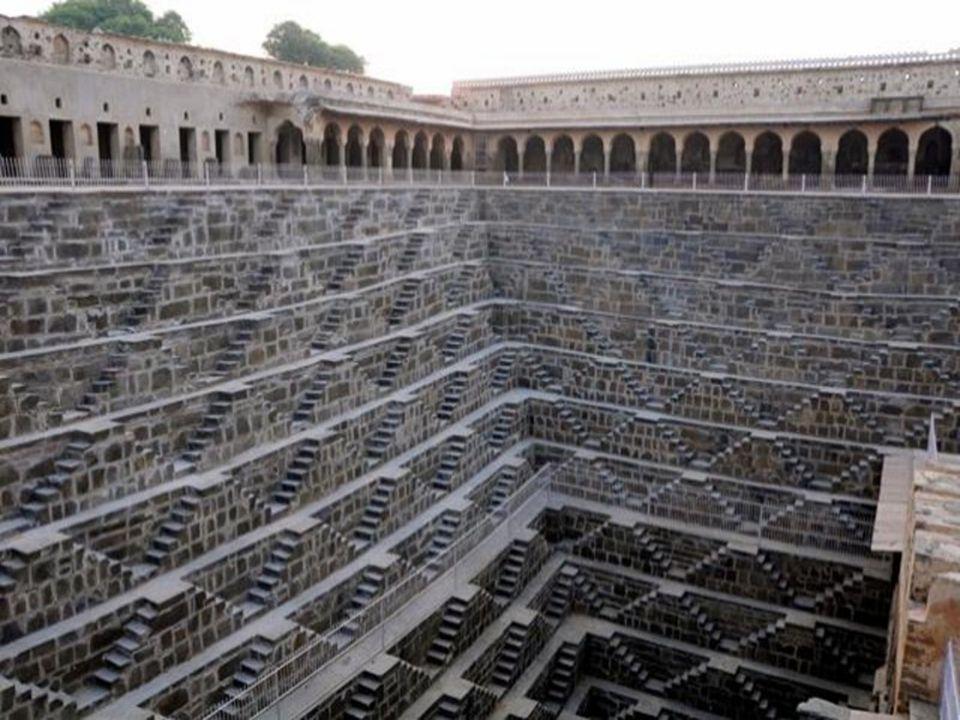 Chand Baori.- Rajastán Es un famoso pozo escalonado construido en el pueblo de Abhaneri, cerca de Jaipur.