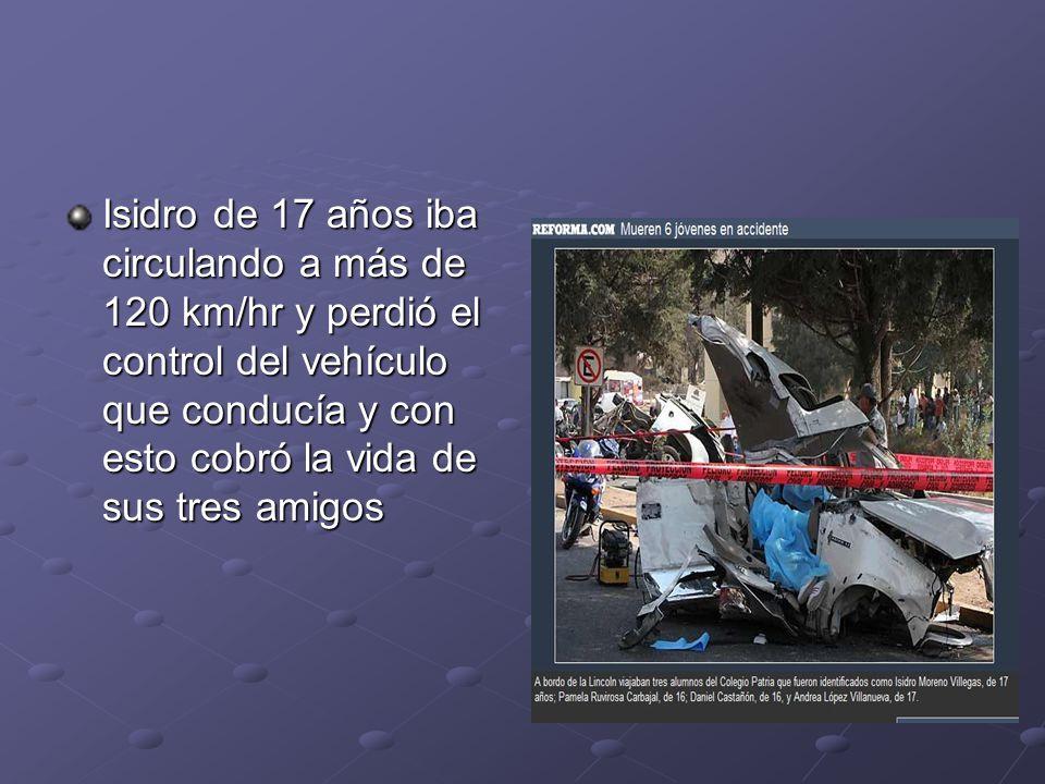 Isidro de 17 años iba circulando a más de 120 km/hr y perdió el control del vehículo que conducía y con esto cobró la vida de sus tres amigos