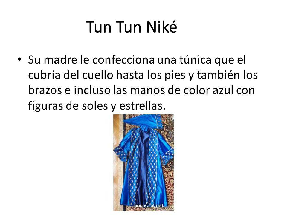 Tun Tun Niké Su madre le confecciona una túnica que el cubría del cuello hasta los pies y también los brazos e incluso las manos de color azul con figuras de soles y estrellas.