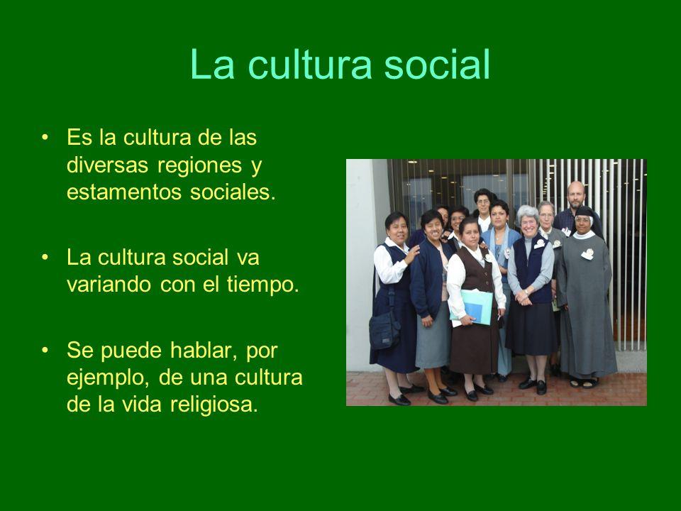 La cultura social Es la cultura de las diversas regiones y estamentos sociales. La cultura social va variando con el tiempo. Se puede hablar, por ejem