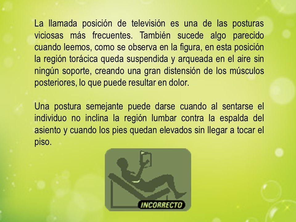 La llamada posición de televisión es una de las posturas viciosas más frecuentes. También sucede algo parecido cuando leemos, como se observa en la fi