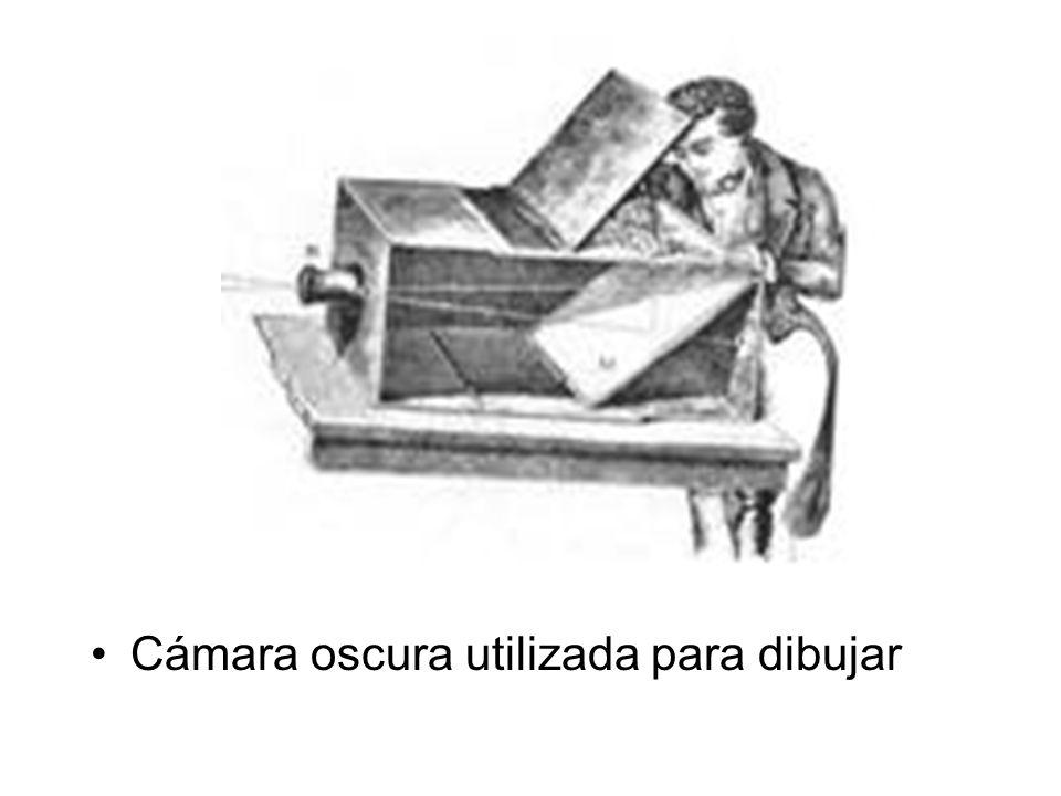 Primero experimentos Por Nicéphore Niépce Sus primeros experimentos, en 1813, utilizaban gomas resinosas expuestas directamente a la luz del sol.1813luzsol Su primer éxito en la obtenido de medio sensible a la luz vino con el uso de asfalto disuelto en aceite.asfaltoaceite Primeras imágenes en 1816 Primera fotografía en 1826.
