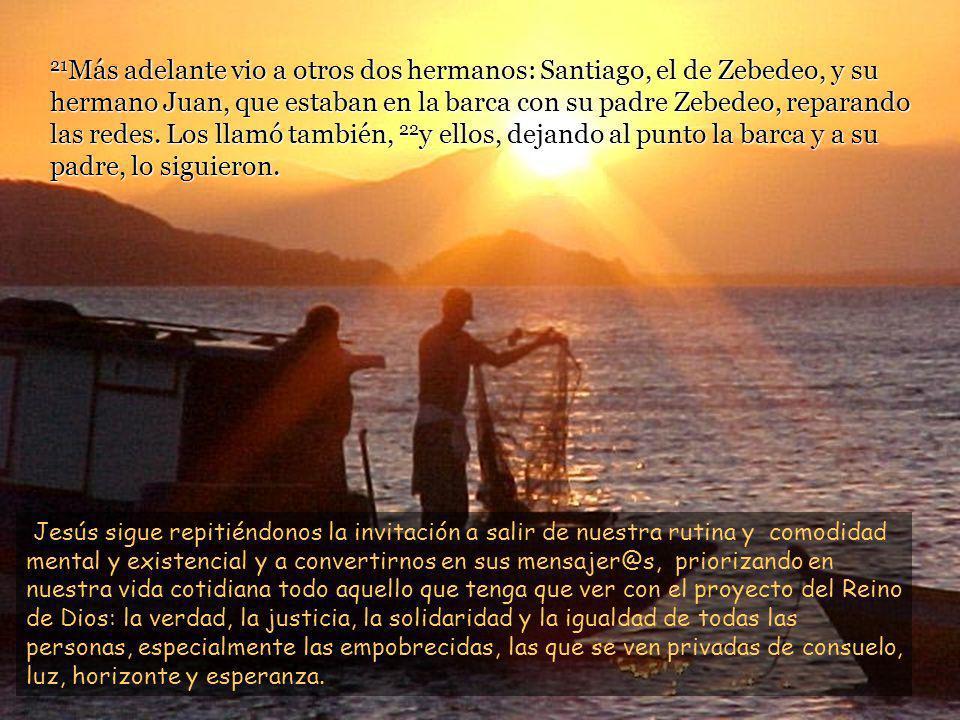 18 Paseando junto al lago de Galilea, vio a dos hermanos: Simón, llamado Pedro, y su hermano Andrés, que estaban echando la red en el lago, pues eran