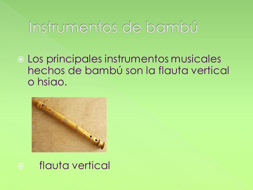 Los principales instrumentos musicales hechos de bambú son la flauta vertical o hsiao. flauta vertical
