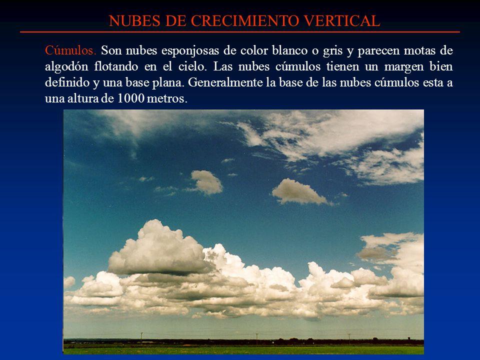 Cúmulos. Son nubes esponjosas de color blanco o gris y parecen motas de algodón flotando en el cielo. Las nubes cúmulos tienen un margen bien definido