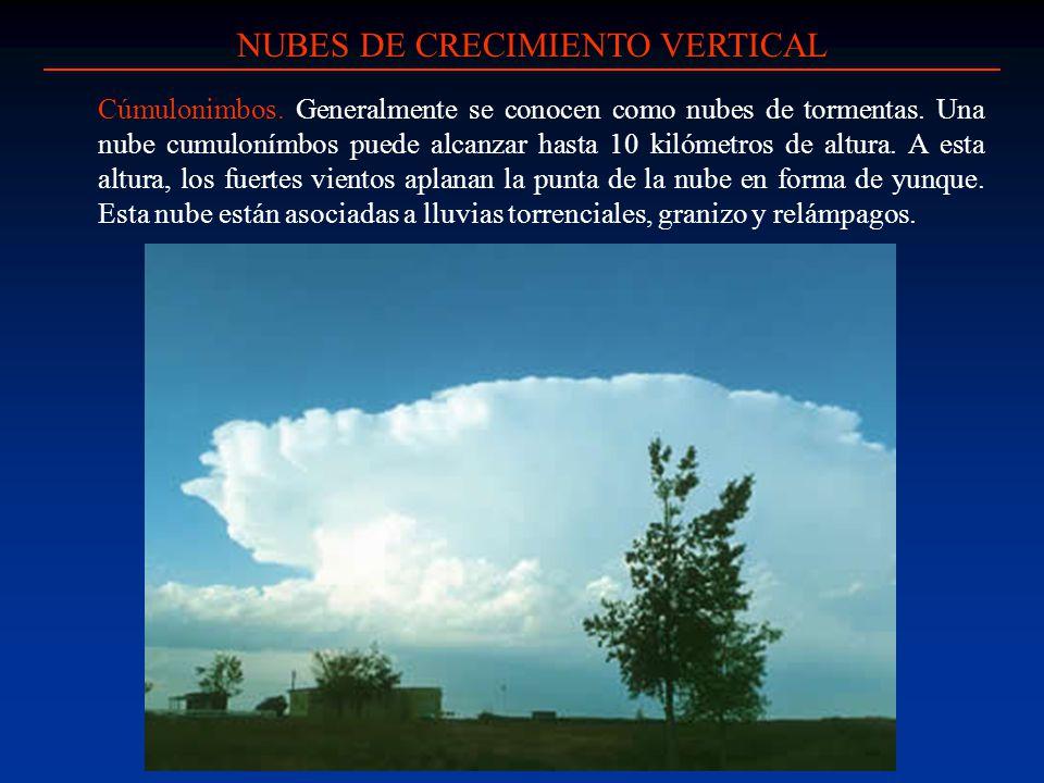 Cúmulonimbos. Generalmente se conocen como nubes de tormentas. Una nube cumulonímbos puede alcanzar hasta 10 kilómetros de altura. A esta altura, los