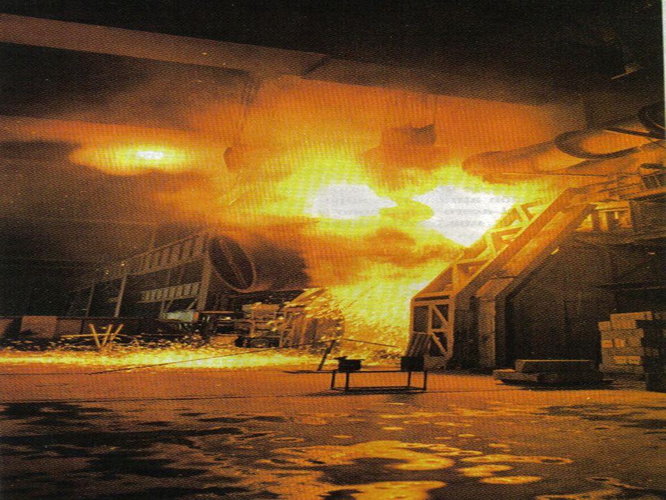 Reducción del mineral: se lleva a cabo en un alto horno, reactor químico continuo, de 60 m de altura 16 m de ancho, capaz de producir 10, 000 Toneladas diarias.