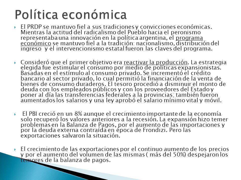 El gobierno de Arturo Illia tuvo una política de ordenamiento del sector público, de disminución de la deuda pública y de impulso a la industrialización.