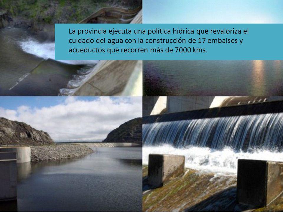 La provincia ejecuta una política hídrica que revaloriza el cuidado del agua con la construcción de 17 embalses y acueductos que recorren más de 7000