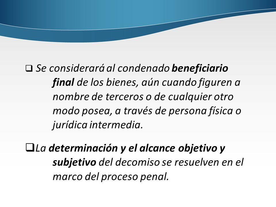 Se considerará al condenado beneficiario final de los bienes, aún cuando figuren a nombre de terceros o de cualquier otro modo posea, a través de persona física o jurídica intermedia.
