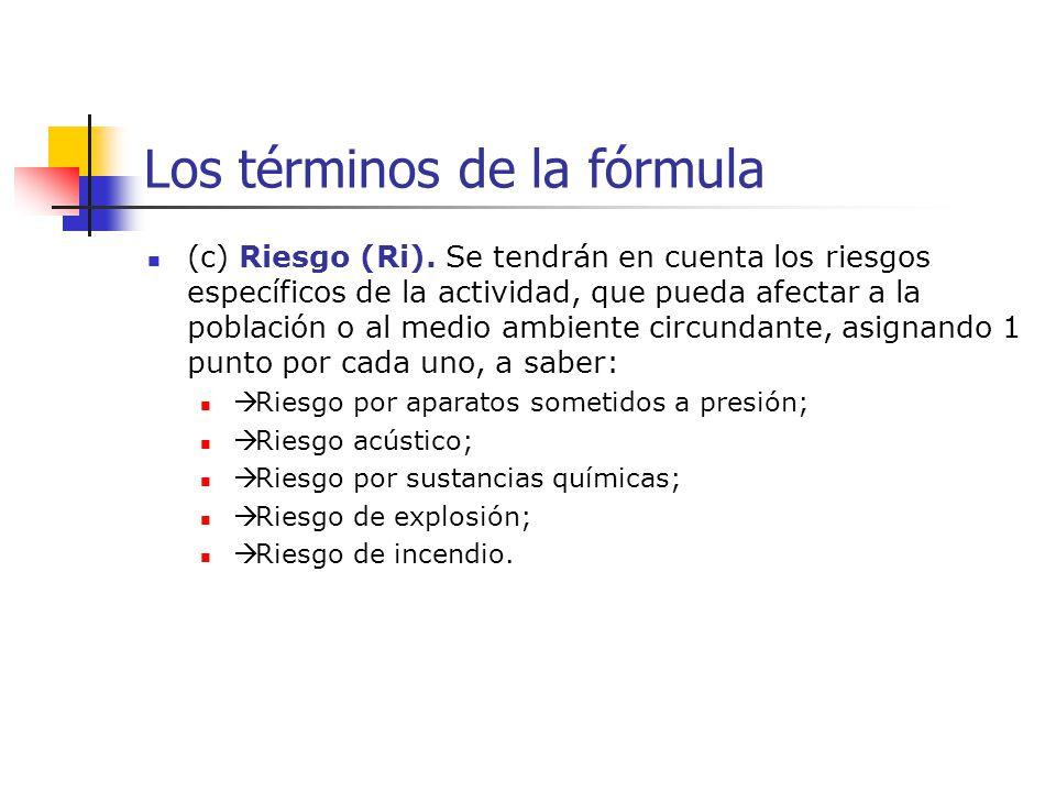 Los términos de la fórmula (c) Riesgo (Ri). Se tendrán en cuenta los riesgos específicos de la actividad, que pueda afectar a la población o al medio