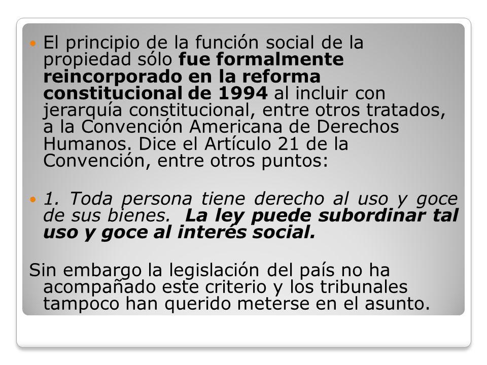 El principio de la función social de la propiedad sólo fue formalmente reincorporado en la reforma constitucional de 1994 al incluir con jerarquía con