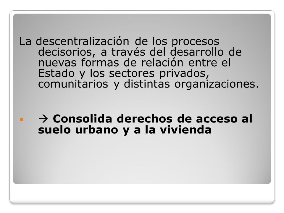 La descentralización de los procesos decisorios, a través del desarrollo de nuevas formas de relación entre el Estado y los sectores privados, comunit