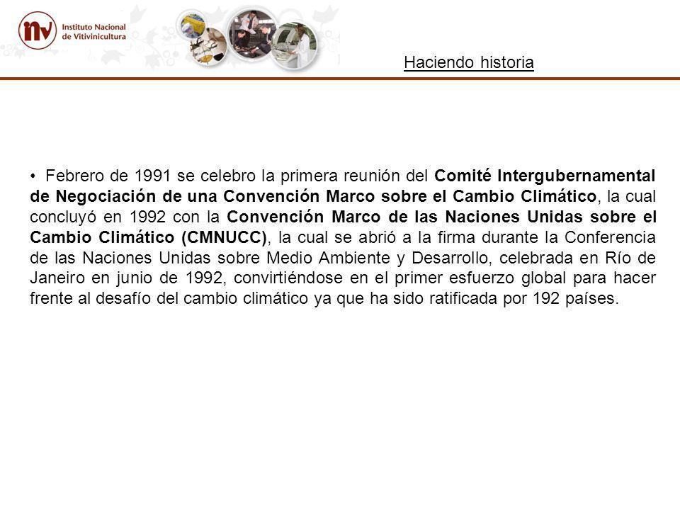Haciendo historia Febrero de 1991 se celebro la primera reunión del Comité Intergubernamental de Negociación de una Convención Marco sobre el Cambio Climático, la cual concluyó en 1992 con la Convención Marco de las Naciones Unidas sobre el Cambio Climático (CMNUCC), la cual se abrió a la firma durante la Conferencia de las Naciones Unidas sobre Medio Ambiente y Desarrollo, celebrada en Río de Janeiro en junio de 1992, convirtiéndose en el primer esfuerzo global para hacer frente al desafío del cambio climático ya que ha sido ratificada por 192 países.