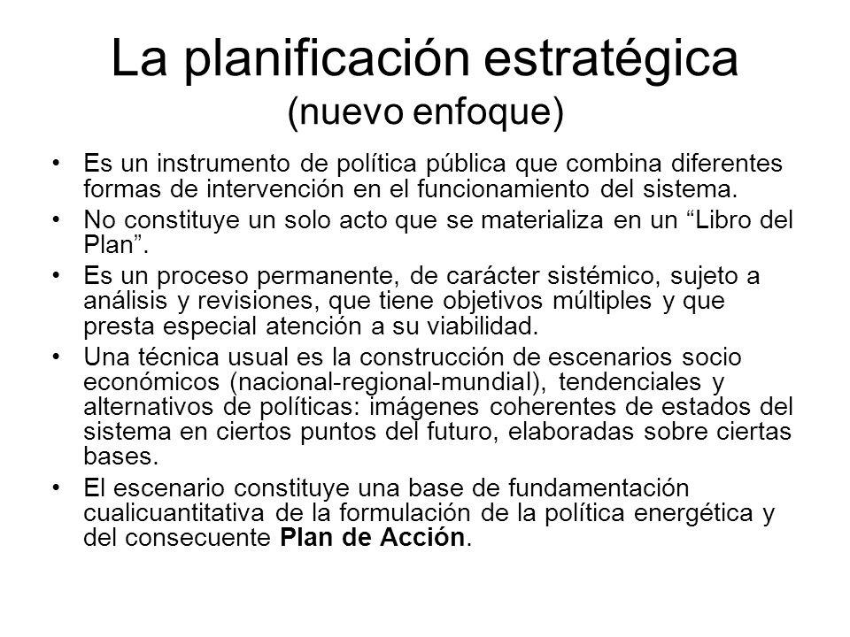 La planificación estratégica (nuevo enfoque) Es un instrumento de política pública que combina diferentes formas de intervención en el funcionamiento del sistema.
