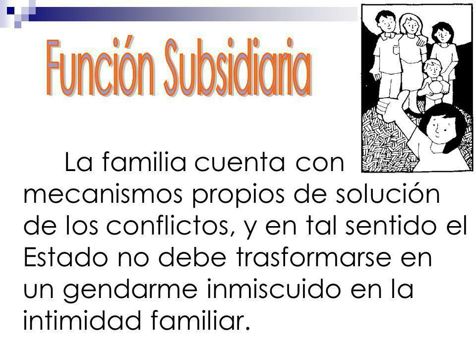La familia cuenta con mecanismos propios de solución de los conflictos, y en tal sentido el Estado no debe trasformarse en un gendarme inmiscuido en l