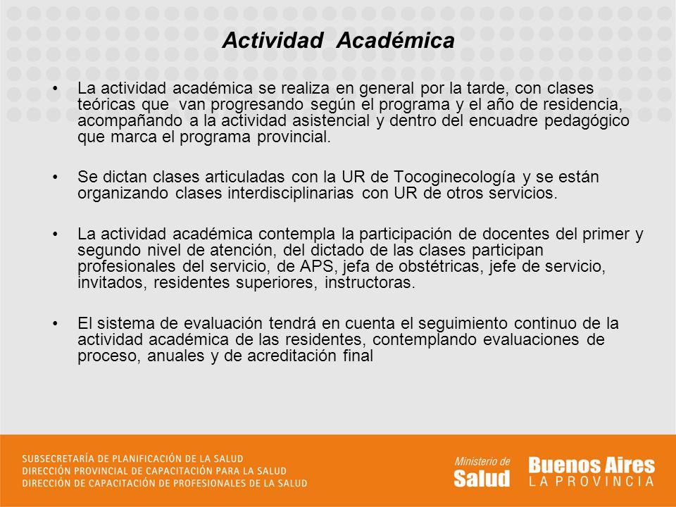 La actividad académica se realiza en general por la tarde, con clases teóricas que van progresando según el programa y el año de residencia, acompañan