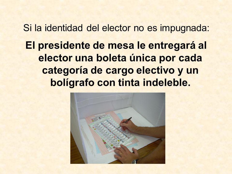 Si la identidad del elector no es impugnada: El presidente de mesa le entregará al elector una boleta única por cada categoría de cargo electivo y un