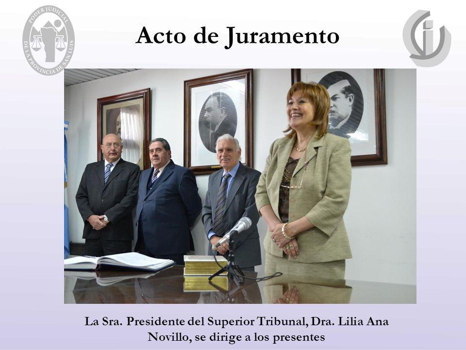Acto de Juramento La Sra. Presidente del Superior Tribunal, Dra. Lilia Ana Novillo, se dirige a los presentes