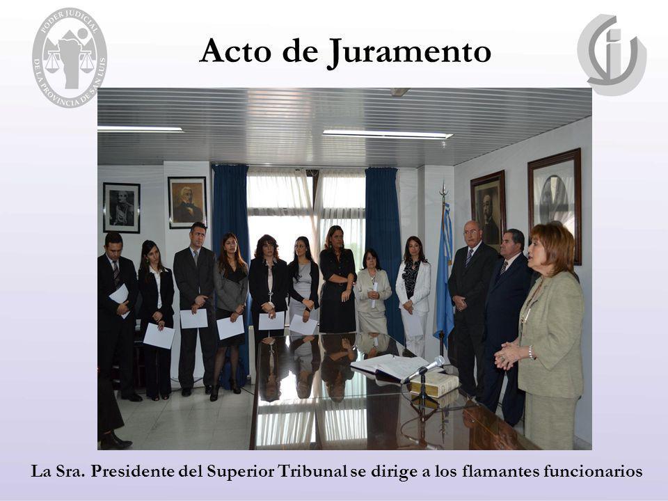 Acto de Juramento La Sra. Presidente del Superior Tribunal se dirige a los flamantes funcionarios